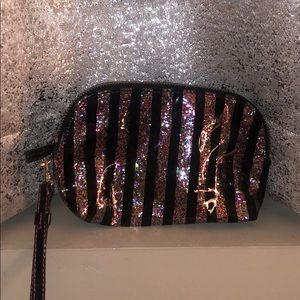 SPARKLY COSMETIC WRISTLET